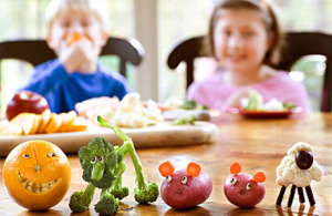 Children-eating-fruits-and-veggies